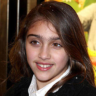 UNI-BROW: Madonnas tenåringsdatter Lourdes sliter med øyenbryn som vokser sammen på midten.