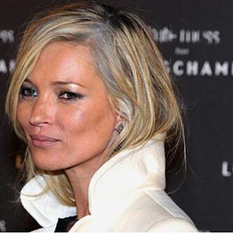 GRÅTT ER HOT: Har Kate Moss omfavnet sine små grå?