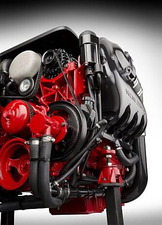 VEKT: I tillegg til gunstigere drivstofforbruk og lavere utslipp, påstår Volvo Penta at den nye 380-hesteren veier rundt 100 kg mindre enn konkurrentenes motorer. FOTO: Volvo Penta