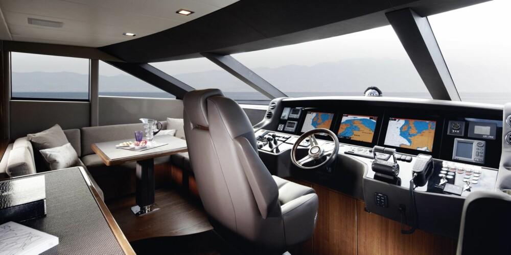 ARBEIDSPLASS: Dette er ikke et sted for eieren av båten. Her er plassen til den innleide kapteinen. FOTO: Verft