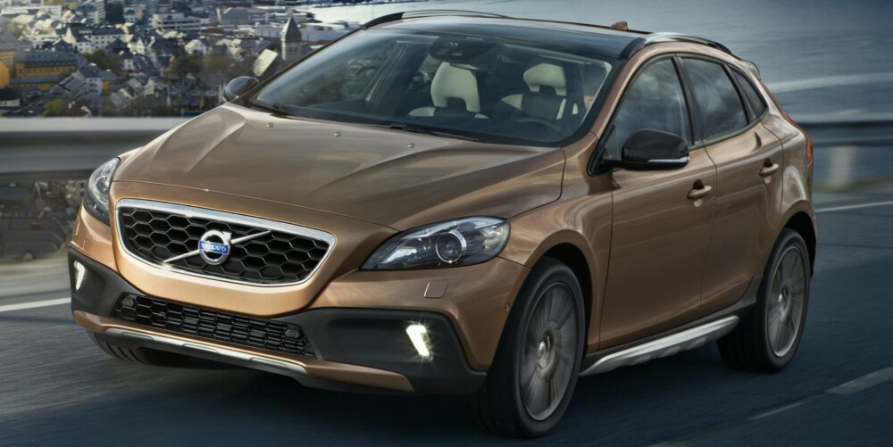 HØYERE: Volvo V40 Cross Country har fire centimeter høyere bakkeklaring enn V40. Foto. Volvo