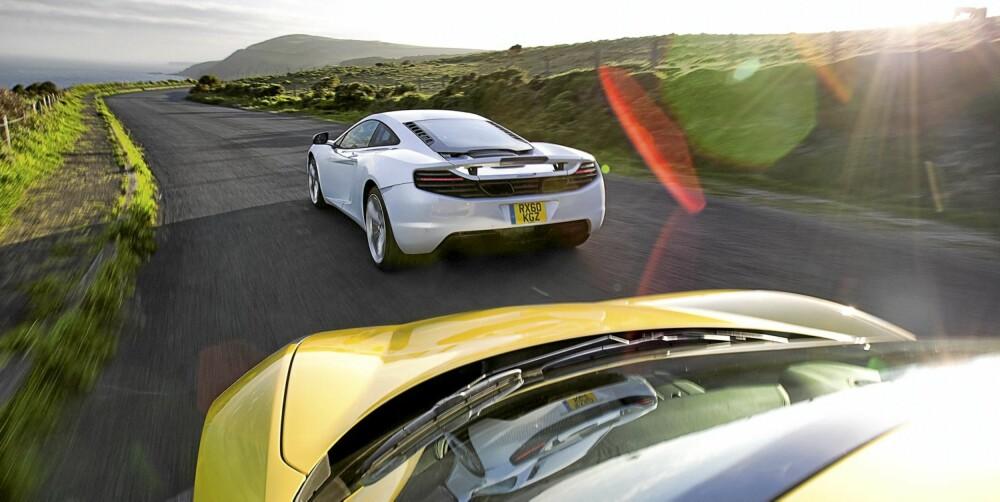 STOR DUELL: Det er sjelden man har muligheten til å kjøre to så like og såpass ferske superbiler mot hverandre.