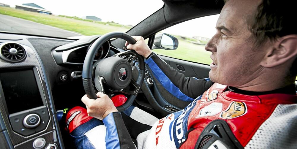 20 METER: Det var alt John McGuinness trengte på å kjøre fort med disse bilene.