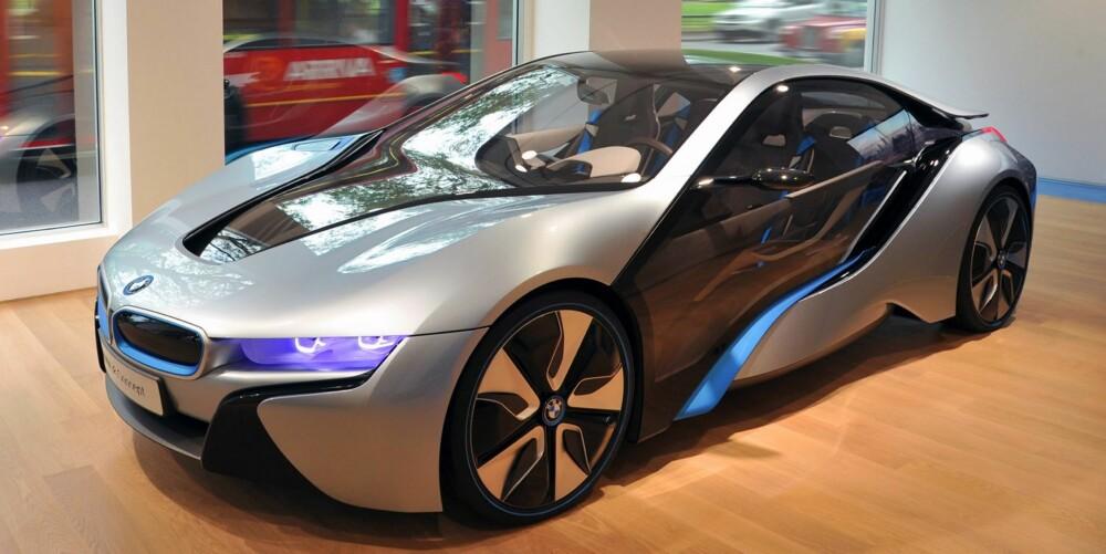 SUPERHYBRID: i8 er det som gjerne kan kalles en superhybrid: Energi-effektiv, men rask. Konsept-modellene som så langt er vist, har én elektromotor på hver aksel og en 1,5-liters bensinmotor. FOTO: Richard Newton