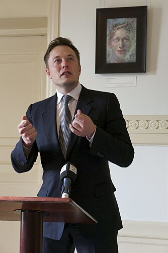 VISJONÆR: Elon Musk kalles bilverdenes svar på Steve Jobs. Onsdag var han i Norge for personlig å takke for elbil-entusiasmen her på berget. FOTO: Geir Svardal