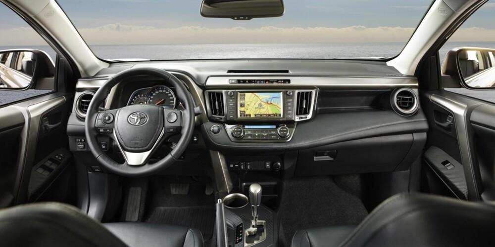 TYPISK: Klassisk førermiljø à la Toyota. FOTO: Toyota