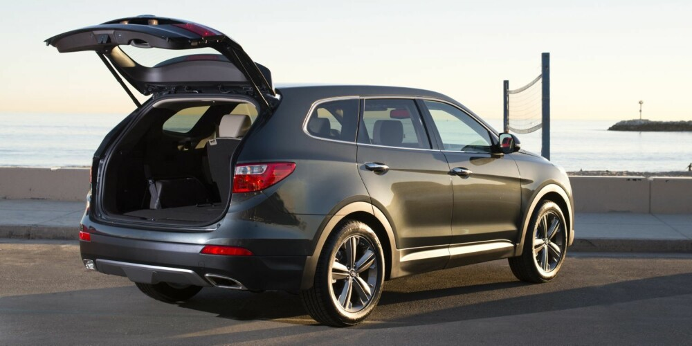 GOD PLASS: Hyundai Grand Santa Fe blir en bil med mye plass. FOTO: Newspress