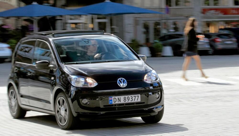 BYBIL: Det er på veier som dette at Volkswagen Up hører hjemme. Fjæringskomforten sørger for at trikkeskinner og brostein ikke blir noe nevneverdig problem.