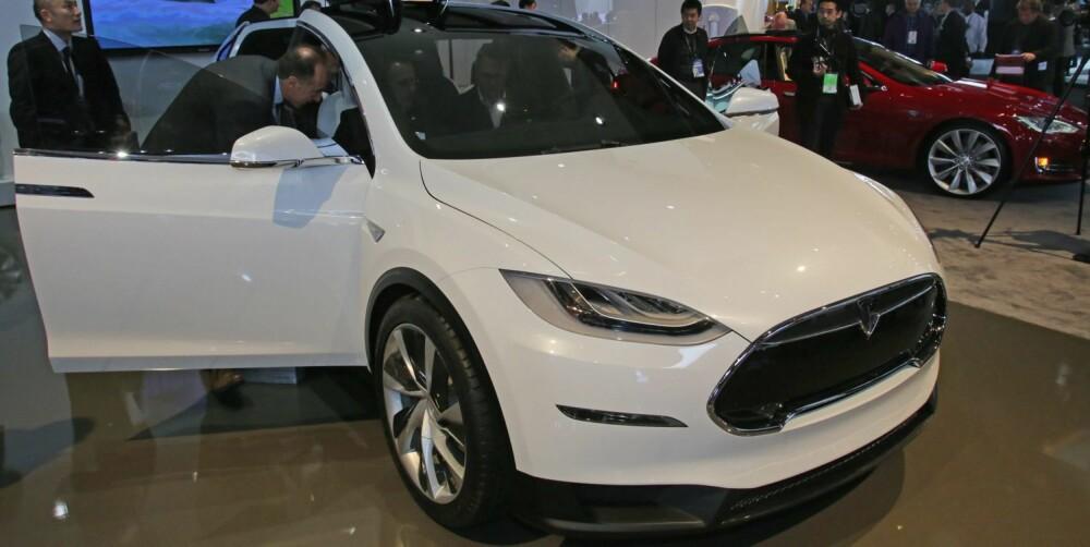4WD: Sammenlignet med Tesla Model S har X-en høyere bakkeklaring og firehjulstrekk. FOTO: Newspress