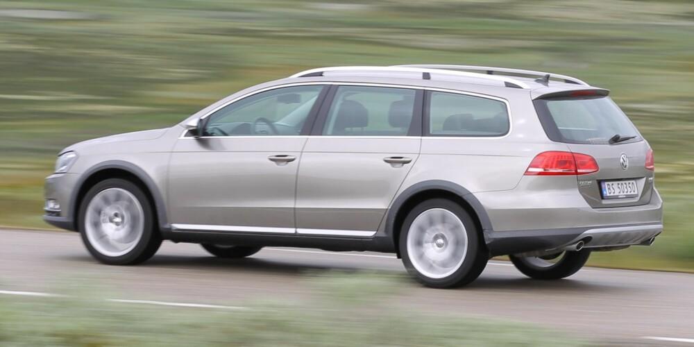 VW PASSAT ALLTRACK: Firehjulsdrift og ekstra bakkeklaring gjør den attraktiv på norsk vinterføre. FOTO: Petter Handeland
