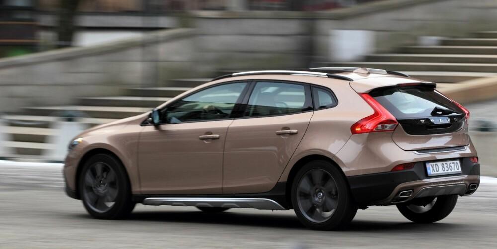 SÆRPREG: På hekken kjenner du en Volvo. Det gjelder også for V40 Cross Country. FOTO: Egil Nordlien, Hm Foto