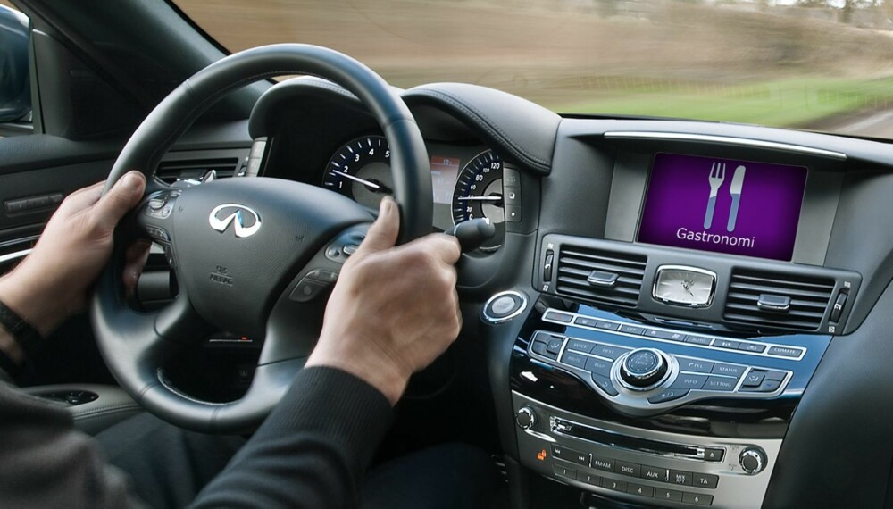 DAGDRØMMING: Å la tankene fare mens man kjører bil høres uskyldig ut. Men slik er det ikke, ifølge en fersk analyse av dødsulykker. FOTO: Newspress