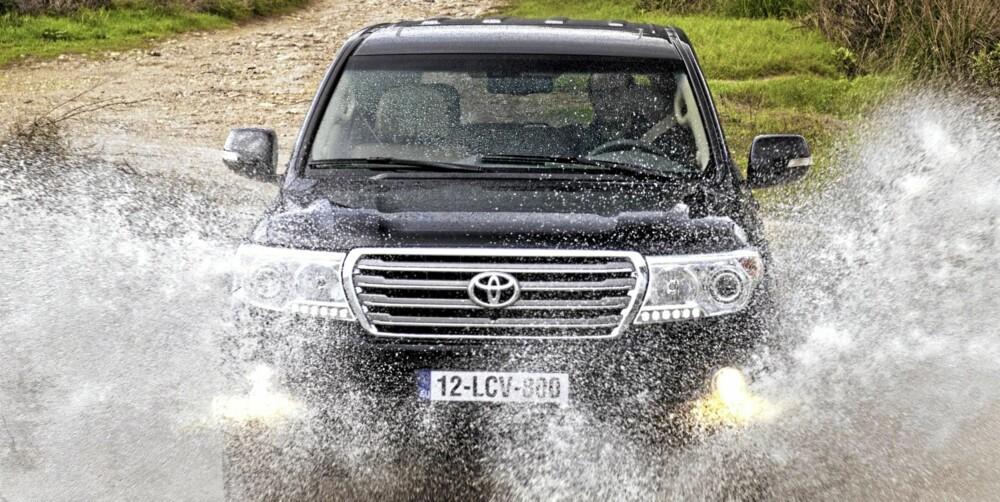 KJEMPEGADGET: Land Cruiser V8 har nær sagt all tenkelig teknologi for fremkommelighet.