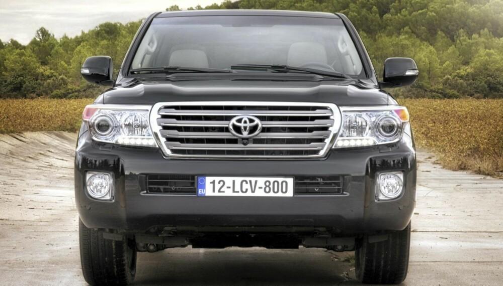 LC V8: En gang iblant kommer det doninger som med sitt blotte nærvær kan få andre bilister til å frasi seg forkjørsretten. (Alle foto: Toyota)