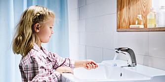 MILJØDIMENSJON: Ved å velge berøringsfritt, vil både vann- og strømforbruk reduseres. Servant fra Oras.