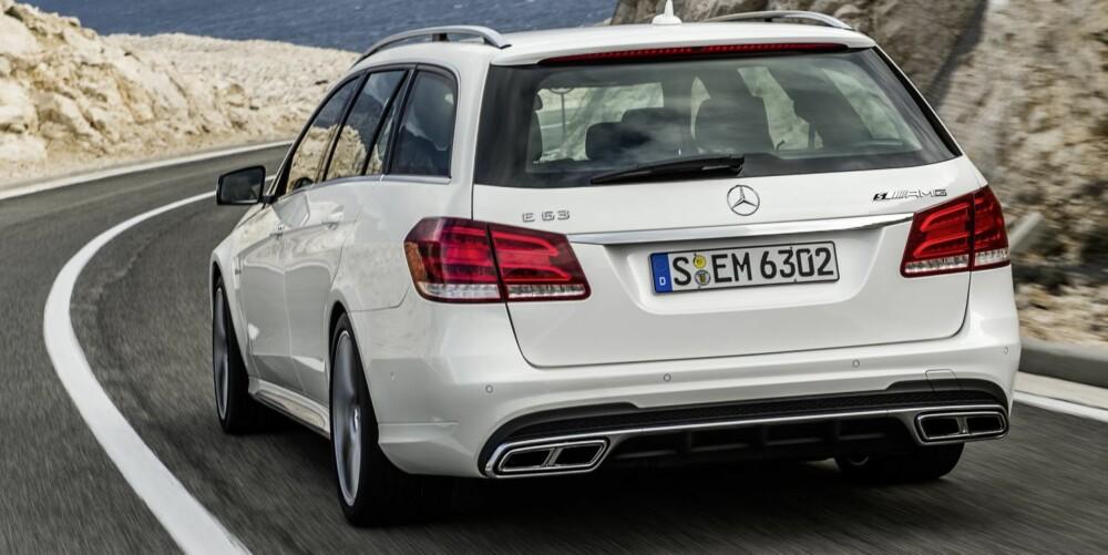STASJONSVOGN: S-modellen kan også fås som stasjonsvogn som er 0,1 sekunder tregere fra 0-100 km/t enn sedanen. Den er likevel raskere enn Audi RS6 Avant som har noe færre hester, 560, og som gjør 0-100 km/t på 3,9 sekunder. Foto: Daimler AG