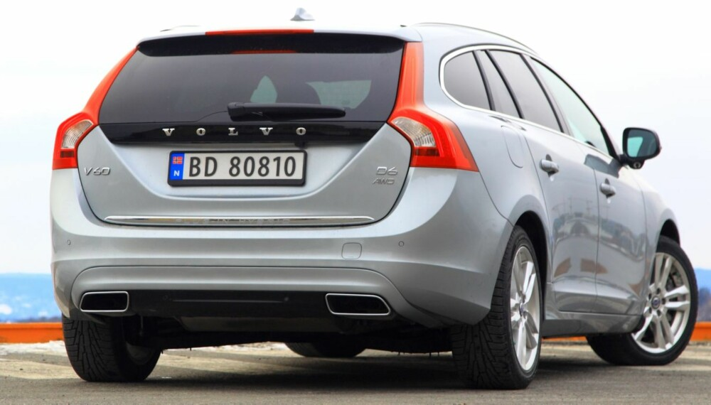 EGEN STIL: Volvo V60 D6 AWD Plug-in Hybrid skiller seg ut fra andre V60-modeller på blant annet farge, felger og eksosrør.