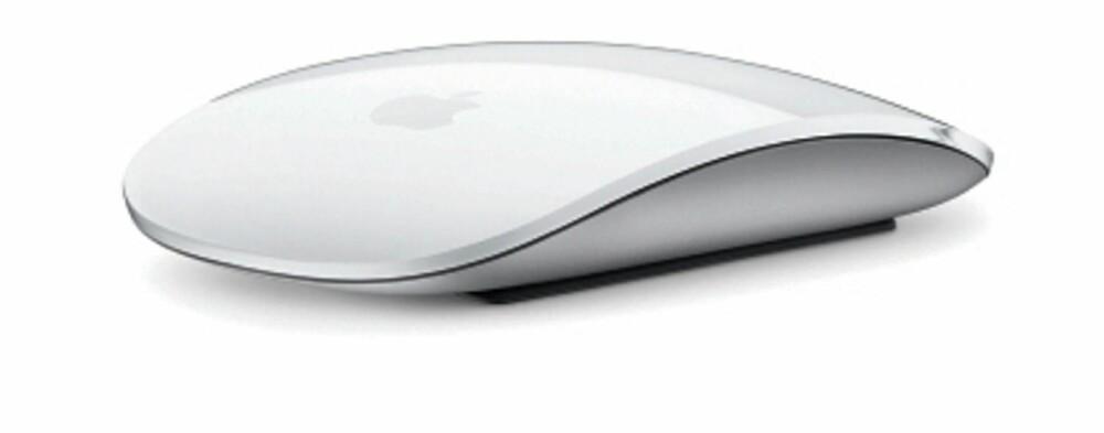 Smått: Ingen leverer mer forseggjort mus og tastatur med datamaskinene sine enn Apple. Dog synes vi tastaturet er litt snaut i størrelse..