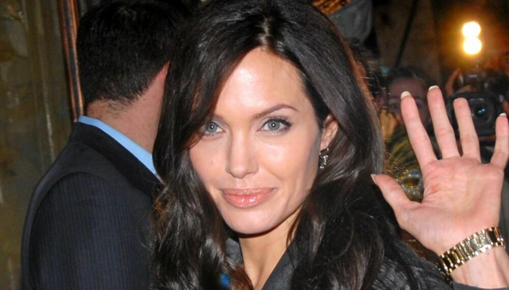 KUTTER UT: Angelina Jolie varsler at hun vil trappe ned karrieren som skuespiller. Angie vil i stedet vi seg til mamma-jobben for de seks barna hun har med Brad Pitt.