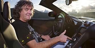 DET ER EN KNAPP: James May har akkurat kjøpt seg en Ferrari 458 Italia. Men nå angrer han litt. ALLE FOTO: Lee Brimble