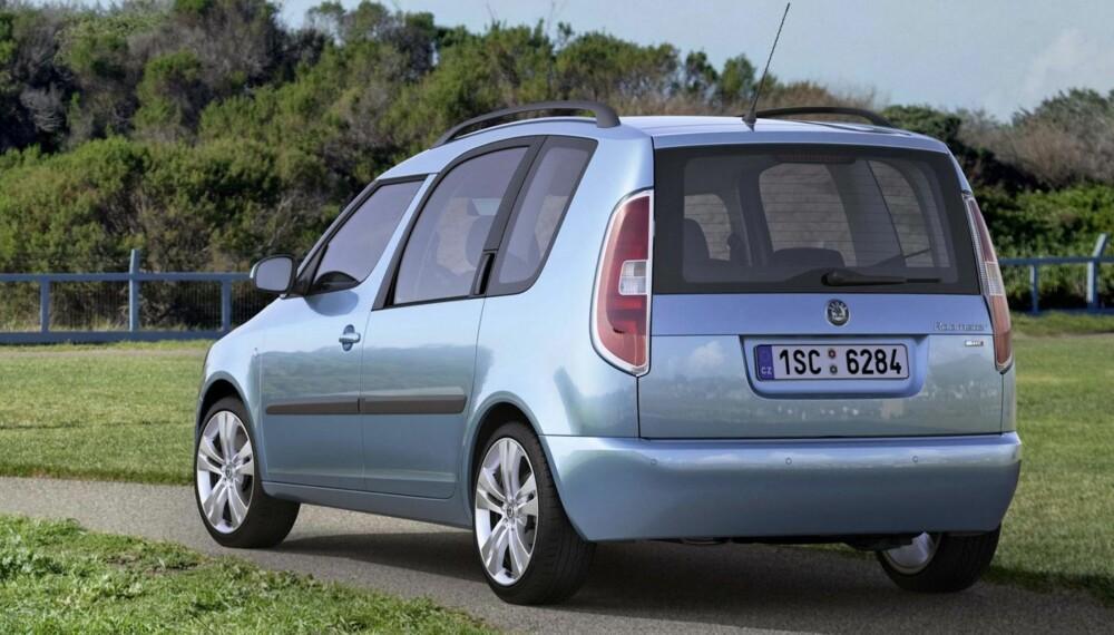 SMART: Skoda Roomster er kanskje ikke like kul som en Audi A3 Sportback, men dersom du kan spare 40-50 000 kroner på en bil med samme motor og like gode praktiske egenskaper, kan muligens forfengeligheten vike. FOTO: Produsent