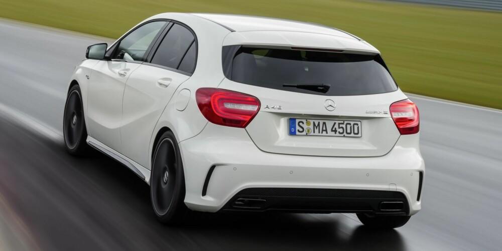 STERK: Verdens sterkeste serieproduserte firesylindrede motor sitter i A 45 AMG, ifølge Mercedes. FOTO: Daimler AG