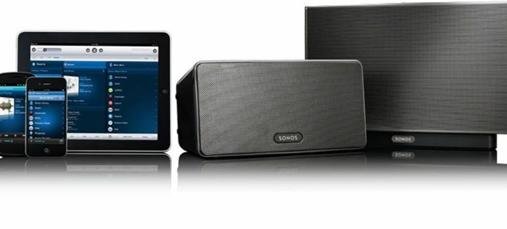 FAMILIEFOTO: Sonos består av programvare og høyttalere og forsterkere. Her er Sonos Play:3 og Play:5 avbildet sammen med kontrollere på Android, iOS og iPad. Nå finnes det også en lydplanke (Sonos Playbar) og en subwoofer (Sonos Sub) til multiromsystemet.