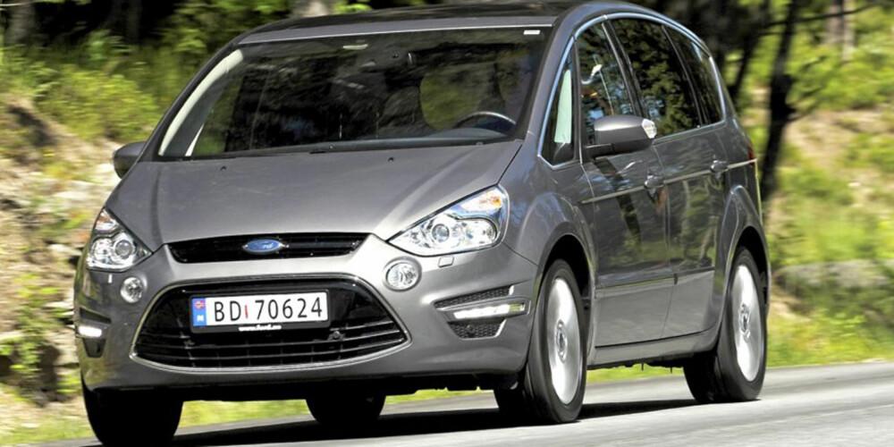 FORSVINNER: Ford S-Max forsvinner som varebil etter 29. april, men Ford Galaxy består. FOTO: HM Arkiv