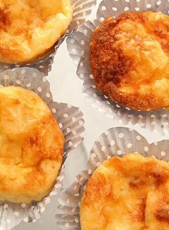 Tips! Legg litt ost oppå hver muffin når det er noen minutter igjen av steketiden. Denne oppskriften er hentet fra «LCHF för hela familjen» av Monique Forslund (Optimal Förlag).