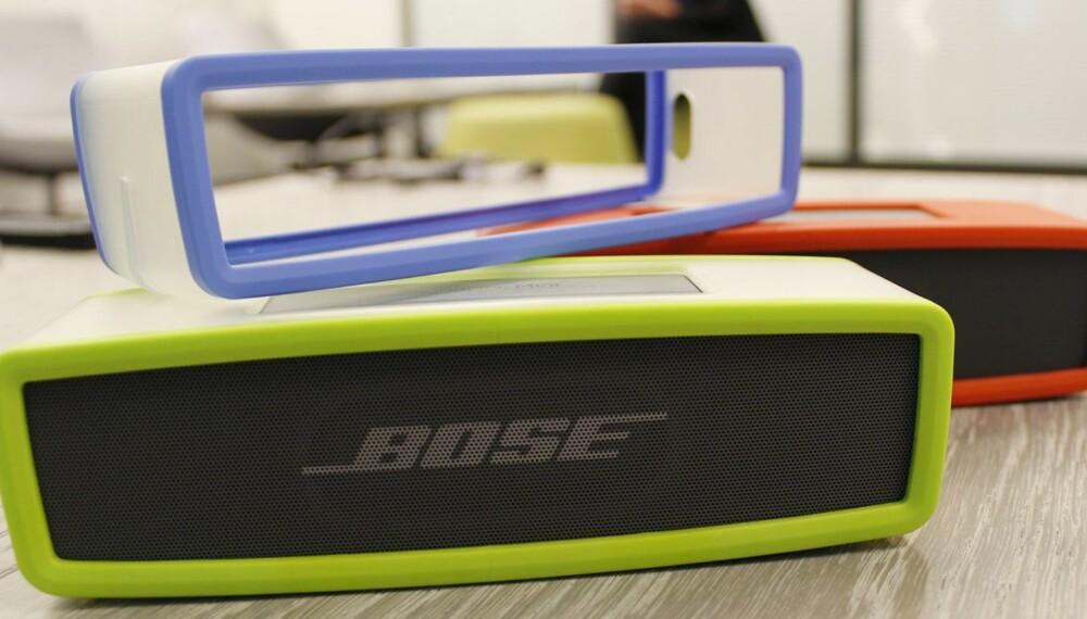 MINI: Bose Soundlink Mini måler 18 x 5 x 5 centimeter og veier omtrent det samme som en iPad. Minihøyttaleren kommer i salg i løpet av sommeren.