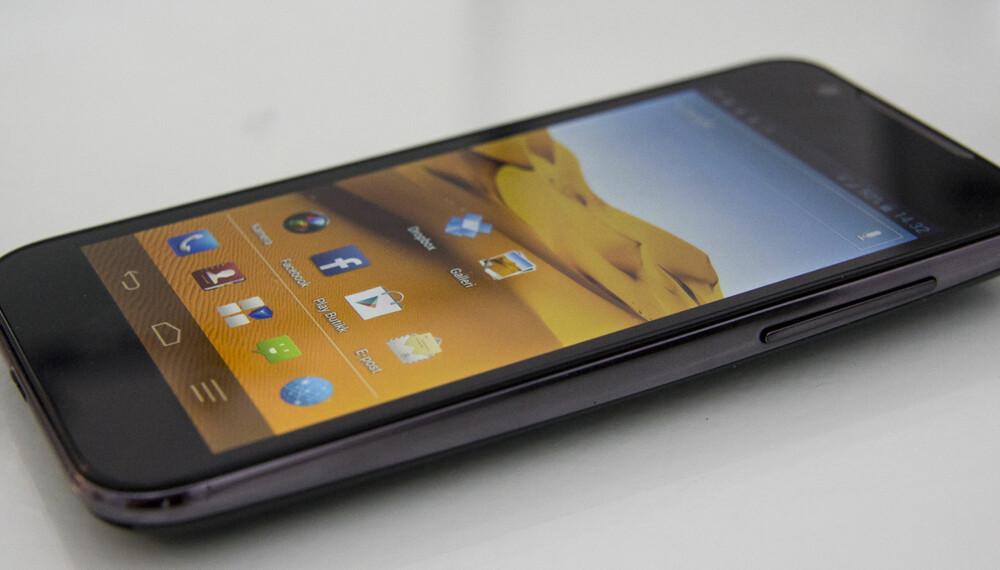 STOR OG BILLIG: ZTE Grand X Pro er en stor mobil til en rimelig pris.