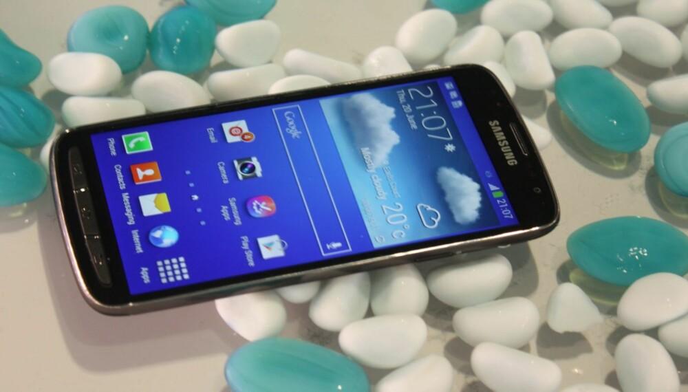 UNDERVANNSMOBIL: Galaxy S4 Active er en robust versjon av Galaxy S4. Galaxy S4 Active tåler en tur under vann uten å ta skade.