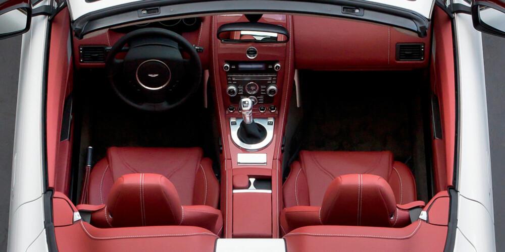 PENT: GPS-en er djevelens verk. Men pene stikninger, da. FOTO: Aston Martin