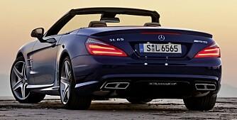 RØR: Massive eksospotter avslører at dette ikke er en helt vanlig bil. FOTO: Daimler AG
