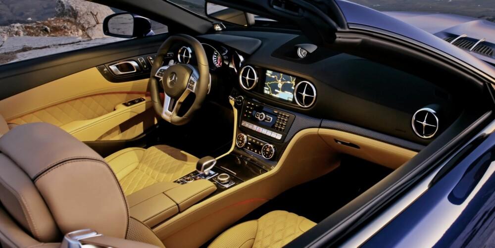 LUKSUS: SL 65 AMG er noe for seg selv. Her skal sportslighet pares med det som finnes av luksus. FOTO: Daimler AG