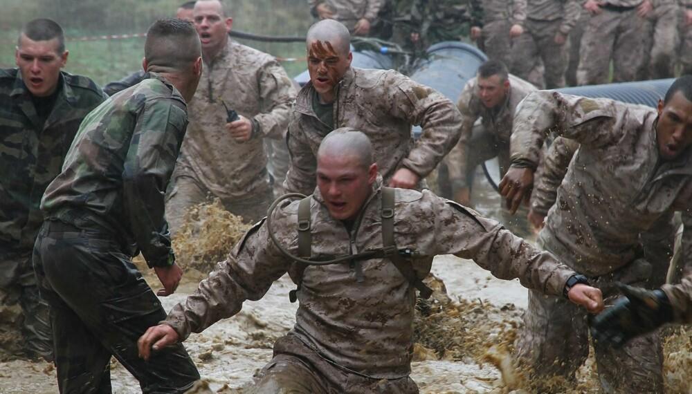Franskmennene har gjort gjørmebad til en kunstart, konstaterer de amerikanske marinesoldatene.