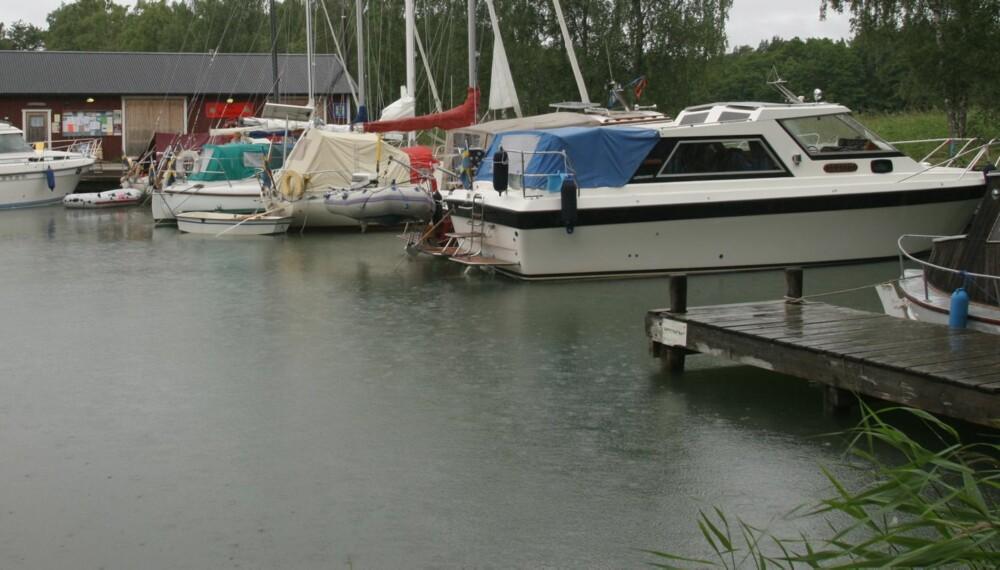 REGN: For båtfolket setter nedbør som regel en demper på stemningen, men med riktig planlegging kan ferien bli en suksess.