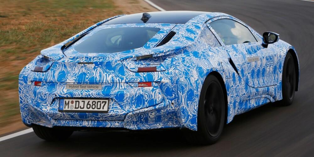 LITE VOLUM: Med BMWs TwinPower Turbo-teknologi yter den tresylindrede bensinmotoren på 1,5 liter hele 231 hk. FOTO: BMW