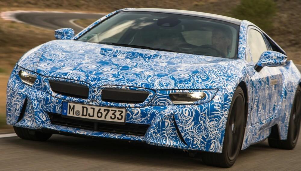 KAMUFLERT: BMW i8 har et oppgitt forbruk på 0,25 liter per mil ved blandet kjøring. Ytelseshybriden har verdenspremiere på bilutstillingen i Frankfurt i september. FOTO: BMW
