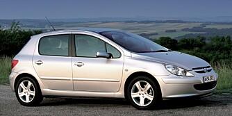 DÅRLIGERE ENN SNITTET: Dekra har funnet feil ved to av fem biler. Foto: Peugeot