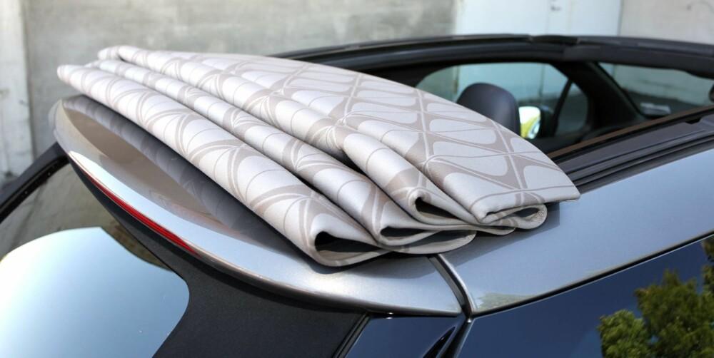 FOLDER: Taket legger seg i folder bakerst når du åpner opp. FOTO: Petter Handeland