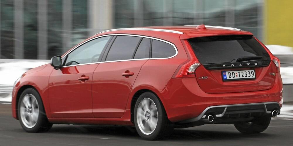FIN RUMPE: Vi liker den stramme hekken til Volvo V60. Brede skuldre er med på å få bilen til å se lav og sportslig ut.