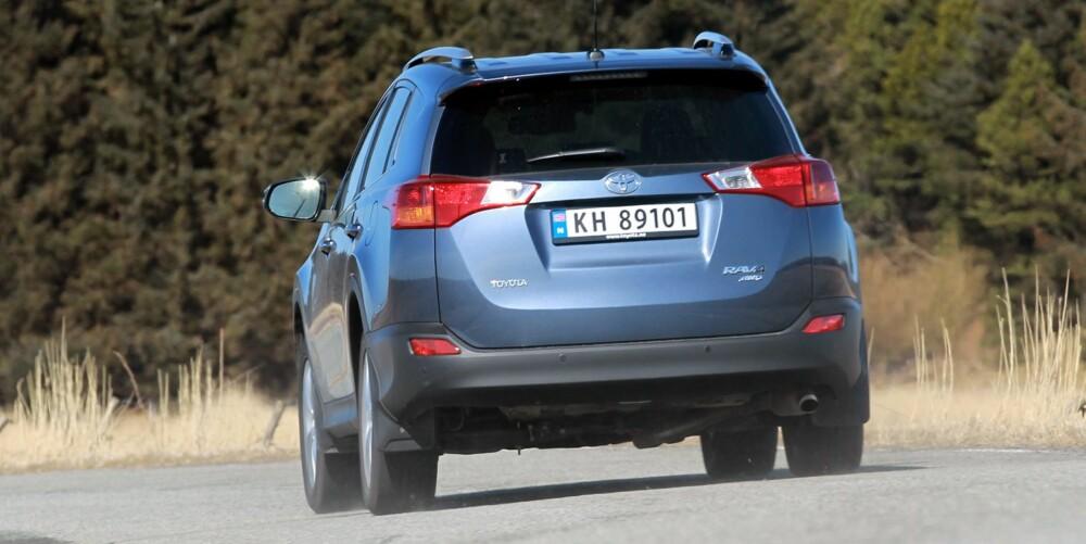 DIESELKRAFT: Toyota RAV4, og de fleste andre familie-SUV-ene med dieselmotor, har krefter nok. FOTO: Petter Handeland