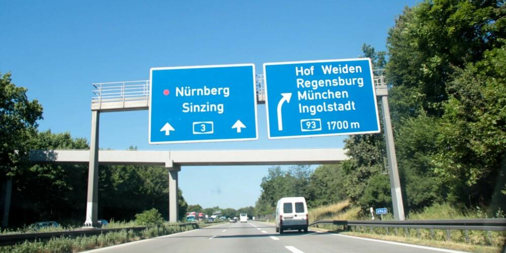 TRYGGERE: Selv om Autobahn er beryktet for sine strekker med fri fart, skjer de aller fleste dødsulykkene på de mindre veiene.