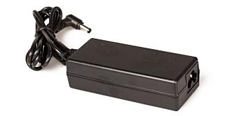 EKSTERN: Komplett HTPC Mini bruker en ekstern strømforsyning. Selve strømkabelen må du sørge for selv.