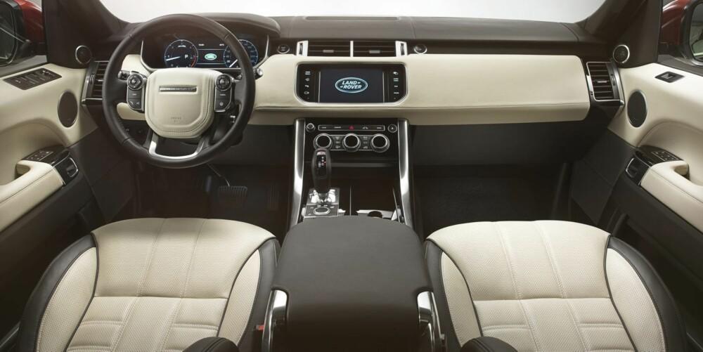 BRATTERE: Interiøret ligner på det i Range Rover, men Sport har en brattere frontrute. FOTO: John Wycherley