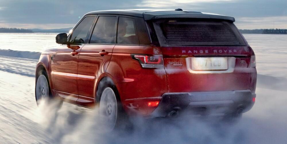 HJELPER TIL: Hvis du kjører som en dust, vil teknologien gjøre alt den kan for å holde denne tunge og høye innretningen på veien. FOTO: Land Rover