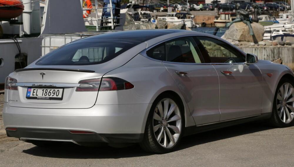 DOBBEL FANGER: Dobbel støtfanger bak er standard dersom du bestiller en tredje bakovervendt seterad i Model S. Det ga meget god score i NHTSAs kollisjonstest.