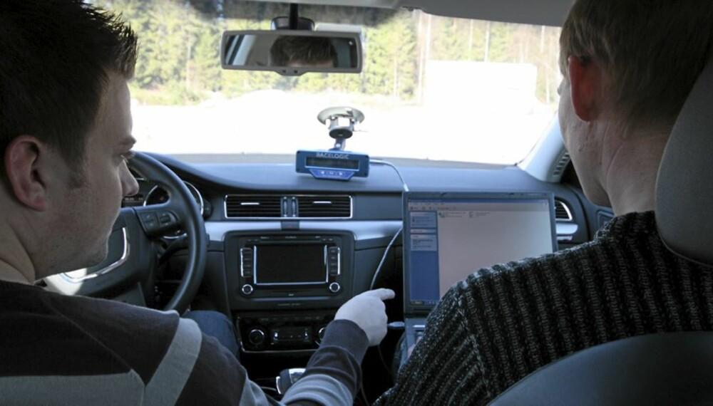 FASTE RUTINER: Alle biler vi tester går gjennom et omfattende testprogram. I dette inngår blant annet støymåling.
