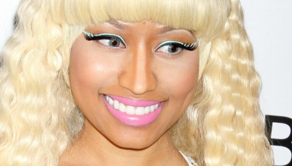UNNGÅ TABBEN: En god highlighter kan gi deg en frisk sommerglød - hvis du bruker den riktig. Pass på å blende produktet godt inn i huden for å unngå å gjøre samme tabbe som Nicki Minaj - med litt for lyse områder under øynene...